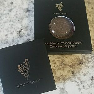 Younique eyeshadow and compact holder